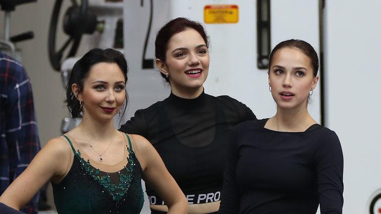 Елизавета Туктамышева (слева), Евгения Медведева (в центре) и Алина Загитова. Фото Александр Федоров, «СЭ» / Canon EOS-1D X Mark II