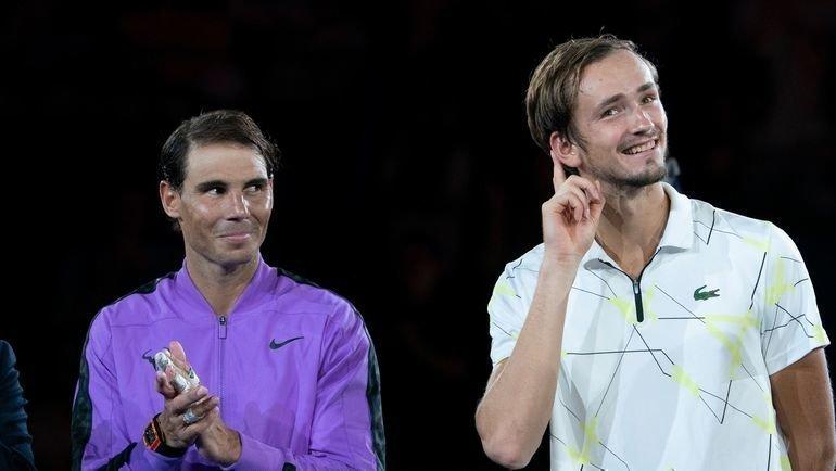 Даниил Медведев (справа) после финала с Рафаэлем Надалем. Фото AFP