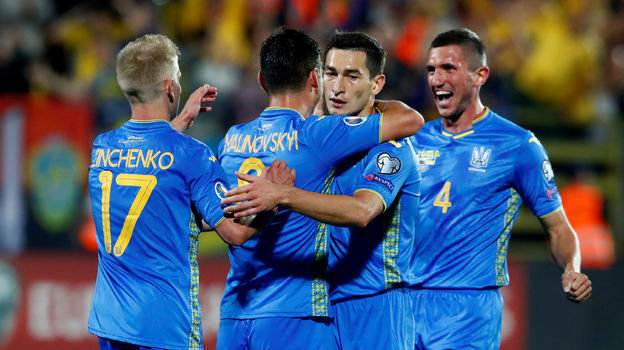 7 сентября. Вильнюс. Литва - Украина - 0:3. Игроки сборной Украины празднуют гол. Фото Reuters