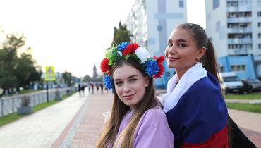 Янтарь, болельщицы, сборная России ифутболка Дзюбы
