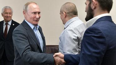 12сентября. Махачкала. Владимир Путин приветствует Хабиба Нурмагомедова.