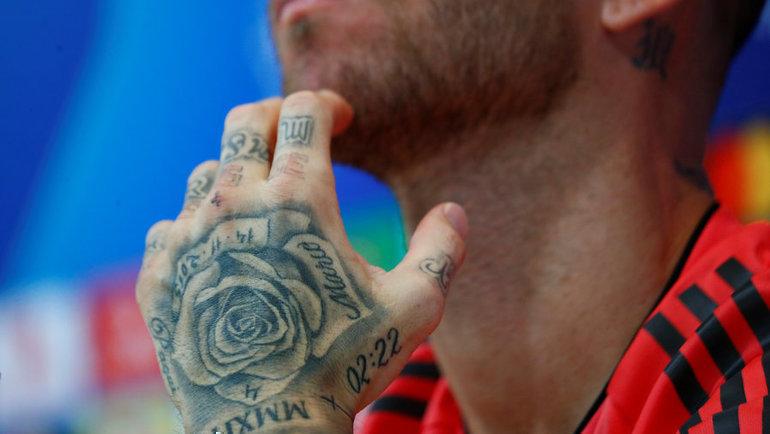 Серхио Рамоса подвели татуировки напальцах. Фото Reuters
