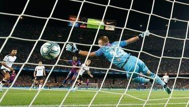 14сентября. Барселона. «Барселона»— «Валенсия»— 5:2. 2-я минута. 16-летний нападающий каталонцев Ансу Фати открывает счет.