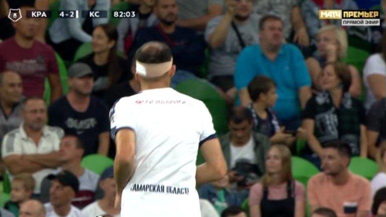 Полузащитник «Крыльев Советов» Александр Гацкан разбил голову вматче 9-го тура РПЛ с «Краснодаром».