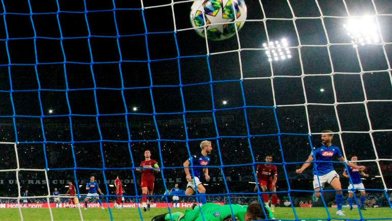 17сентября. Неаполь. «Наполи»— «Ливерпуль»— 2:0. Дрис Мертенс празднует гол спенальти. Фото REUTERS