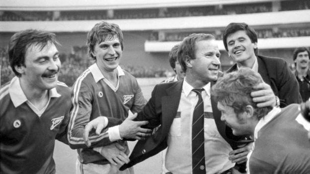 1984 год. Павел Садырин празднует сигроками чемпионство «Зенита». Фото ТАСС