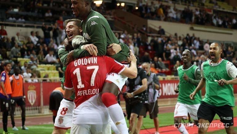 24сентября. Монако. «Монако»— «Ницца»— 3:1. Александр Головин принимает поздравления.