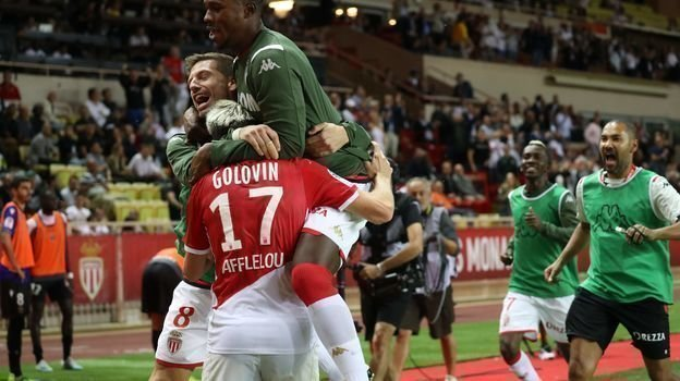 24сентября. Монако. «Монако»— «Ницца»— 3:1. Александр Головин принимает поздравления. Фото AFP