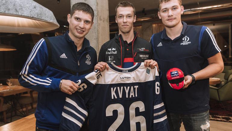Даниил Квят (вцентре) сВадимом Шипачевым (слева) иАндреем Мироновым. Фото Павел Сухоруков / Red Bull