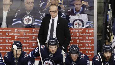 Тренер команды НХЛ публично похвалил российского вратаря, авечером сослал вфарм-клуб