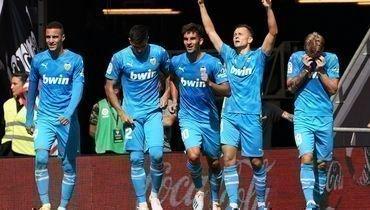 28сентября. Бильбао. «Атлетик»— «Валенсия»— 0:1. Денис Черышев (второй справа) празднует забитый гол.