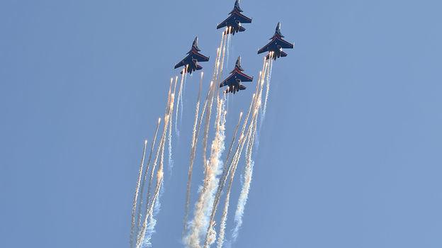 29сентября. Сочи. Российская акробатическая авиагруппа наоткрытии гонки. Фото AFP