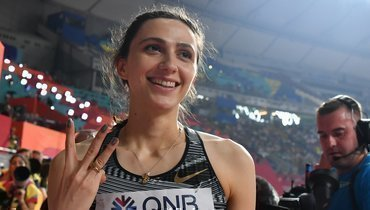 30сентября. Доха. Мария Ласицкене празднует победу вфинале прыжков ввысоту среди женщин начемпионате мира вКатаре.