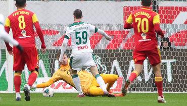 «Локомотив» обыграл «Арсенал» ивышел напервое место