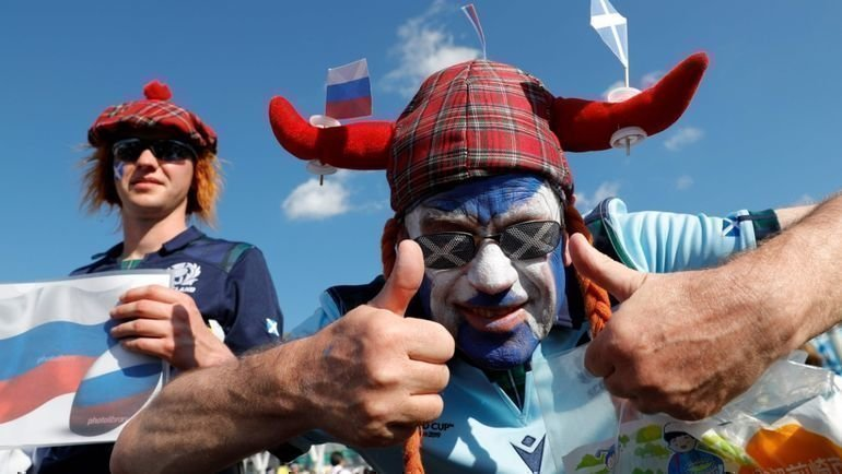 9октября болельщики сборной Шотландии дружили сроссиянами наКубке мира порегби вЯпонии. Теперь очередь футбольных фанатов. Фото AFP