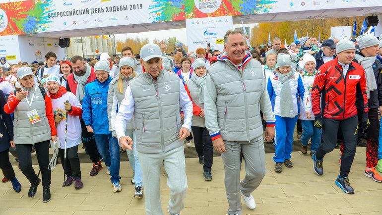 Президент ОКР Станислав Поздняков (справа) надне ходьбы вИжевске. Фото http://olympic.ru