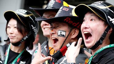 10октября. Судзуке. Японские фанаты «Формулы-1».