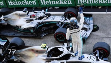 Валттери Боттас празднует победу на «Гран-при Японии».