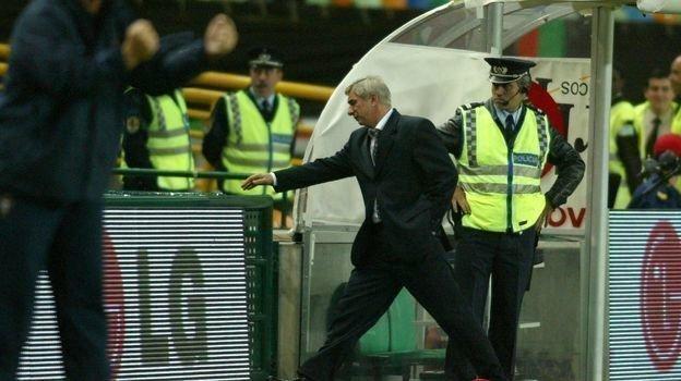13октября 2004 года. Лиссабон. Португалия— Россия— 7:1. Георгий Ярцев покидает поле. Фото Александр Федоров,