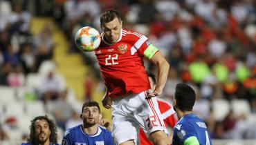 13октября. Никосия. Кипр— Россия— 0:5. 79-я минута. Артем Дзюба (№22) забивает третий гол.