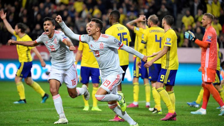 15октября. Стокгольм. Швеция— Испания— 1:1. Испанцы смогли отыграться напоследней минуте встречи иоформили путевку вфинальную часть чемпионата Европы. Фото Reuters