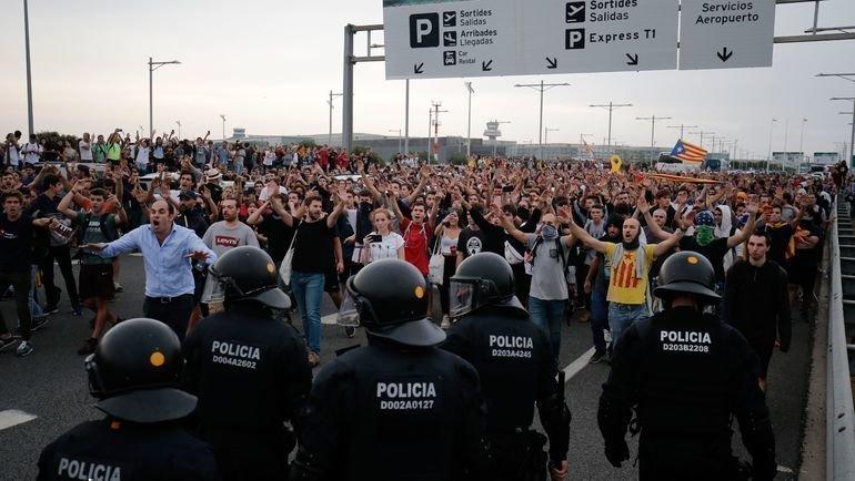 Каталония: протесты истолкновения. Фото AFP