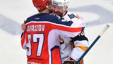 Сергей Мозякин (справа)— лидер рейтинга зарплат. Кирилл Капризов— 26-й.