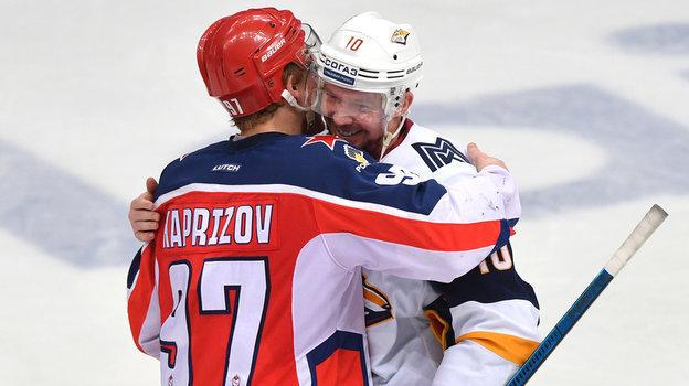 Сергей Мозякин (справа)— лидер рейтинга зарплат. Кирилл Капризов— 26-й. Фото Александр Федоров, «СЭ»
