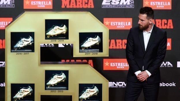 16октября. Барселона. Лионель Месси иего шесть «Золотых бутс». Фото AFP