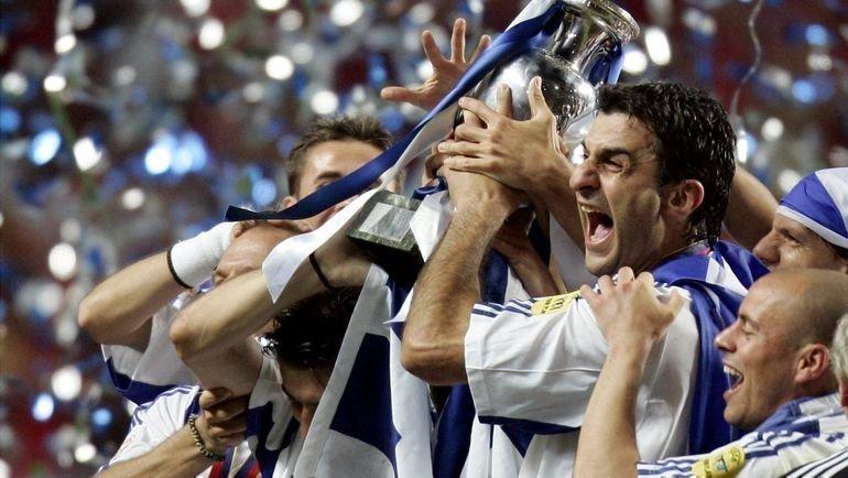 4июля 2004 года. Лиссабон. Португалия— Греция— 0:1. Траянос Деллас вместе скомандой празднует победу вфинале Евро-2004. Фото Reuters