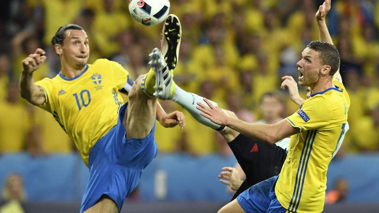 Златан Ибрагимович иМаркус Берг всоставе сборной Швеции. Фото AFP