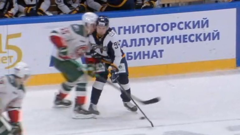 Момент столкновения Ткачева сКоробкиным. Фото photo.khl.ru