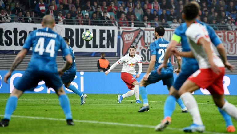23октября. Лейпциг. «Лейпциг»— «Зенит»— 2:1. 59-я минута. Марсель Забитцер (надальнем плане) забивает победный гол. Фото Reuters