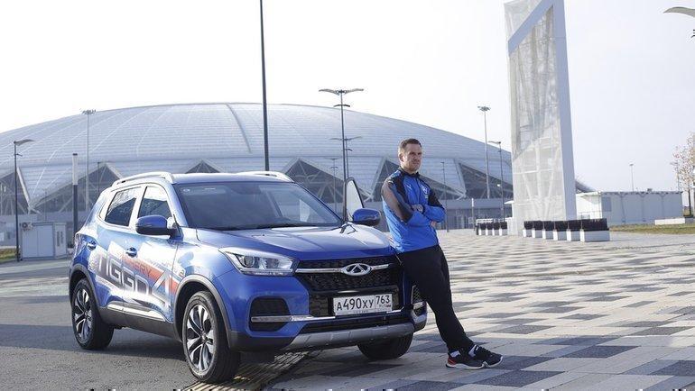Сергей Корниленко сосвоим новым автомобилем.
