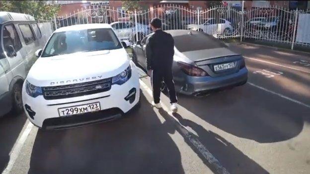"Магомед Шапи-Сулейманов показал Евгению Савину свою машину. Фото Youtube-канал ""Красава"""
