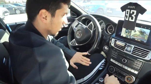 """Вид в салоне автомобиля Магомеда-Шапи Сулейманова. Фото Youtube-канал """"Красава"""""""