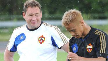 Леонид Слуцкий (слева) иКейсуке Хонда.
