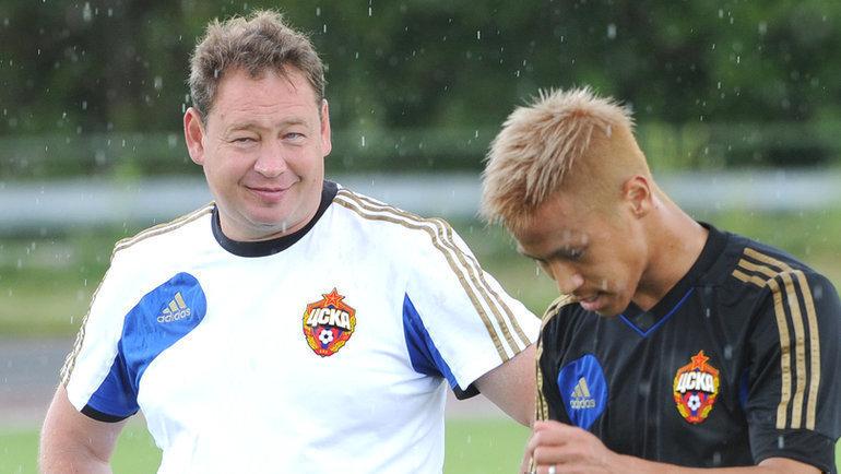 Леонид Слуцкий (слева) иКейсуке Хонда. Фото Татьяна Дорогутина
