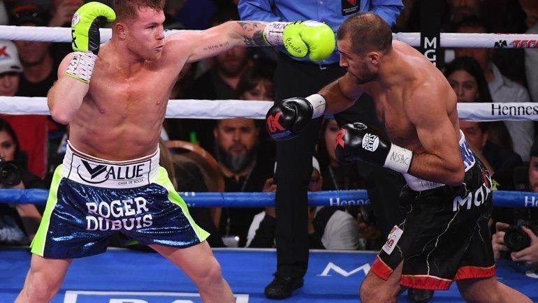 2ноября. Лас-Вегас. Сергей Ковалев (справа) против Сауля Альвареса.