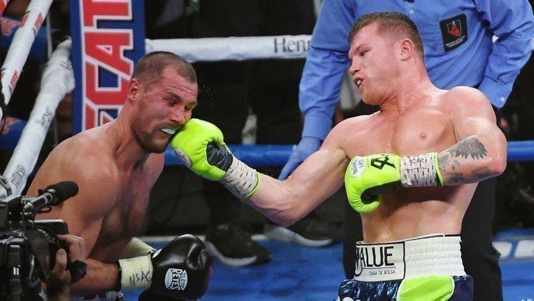 2ноября. Лас-Вегас. Сергей Ковалев (слева) против Сауля Альвареса. Фото AFP