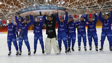 Бело-голубые впервые с2012 года завоевали Кубок России похоккею смячом