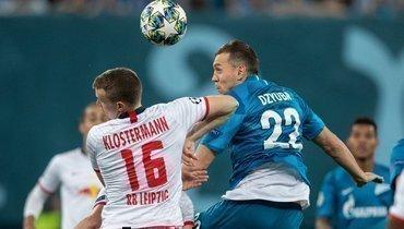 5ноября. Санкт-Петербург. «Зенит»— «Лейпциг»— 0:2. Артем Дзюба (справа) против Лукаса Клостерманна.