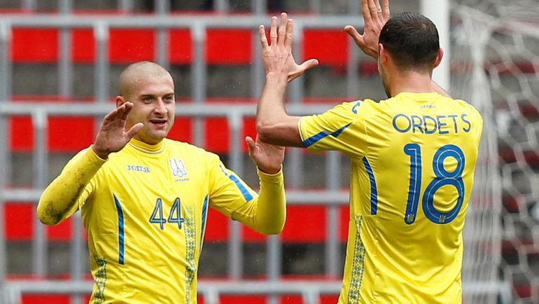 Ярослав Ракицкий (слева, справа— Иван Ордец). Фото Reuters