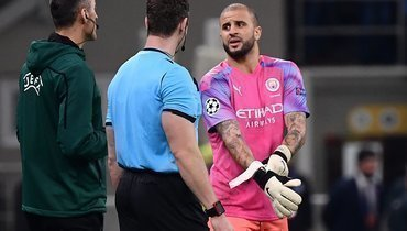 Вворота «Манчестер Сити» встал полевой игрок. Вот, как это получилось