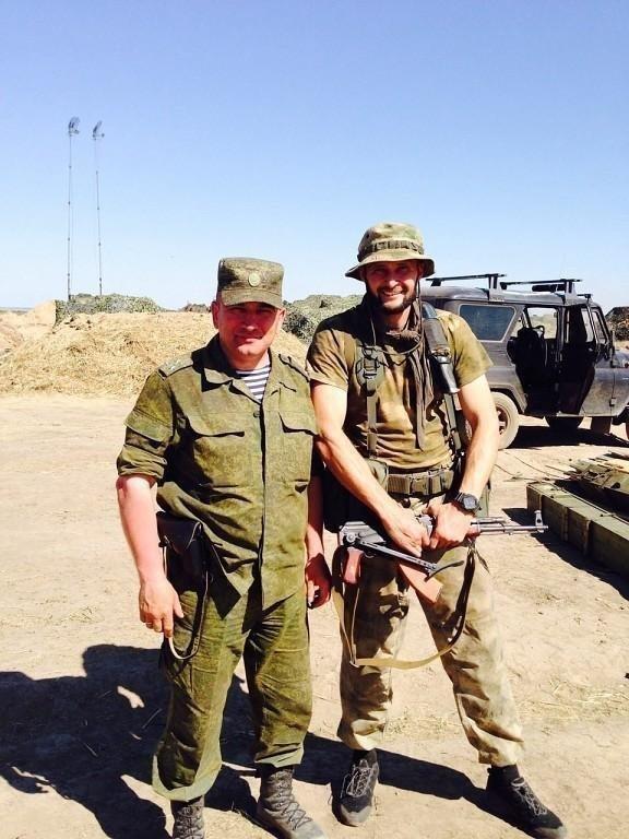 Максим Перов с командиром подразделения. Фото Фото из личного архива Максима Перова.
