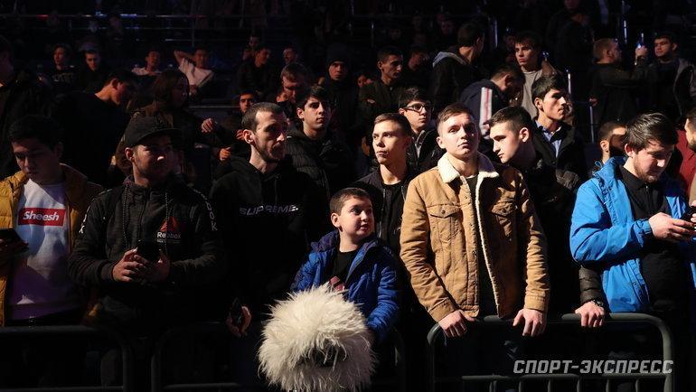 8ноября. Москва. Публика навстрече сХабибом. Фото Дарья Исаева, «СЭ» / Canon EOS-1D X Mark II