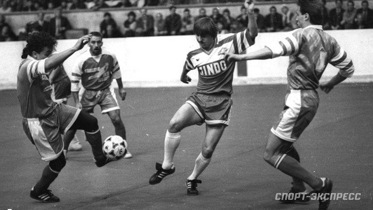 В1990 году Федор Черенков из «Спартака» наполгода уехал играть в «Ред Стар» (Париж).