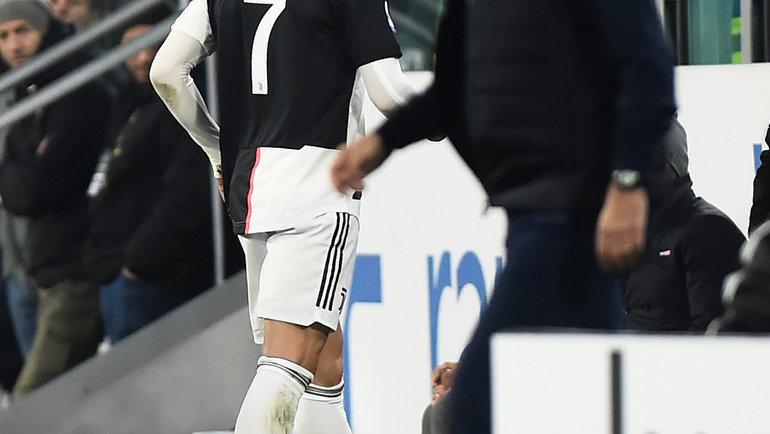 10ноября. Турин. «Ювентус»— «Милан»— 1:0. Маурицио Сарри (справа) иКриштиану Роналду после замены португальца. Фото Reuters