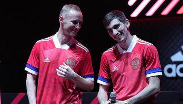 Владислав Игнатьев иЗелимхан Бакаев вновой форме сборной России. Сыграютли они вэтих футболках?