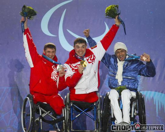 Ирек Зарипов (в центре).